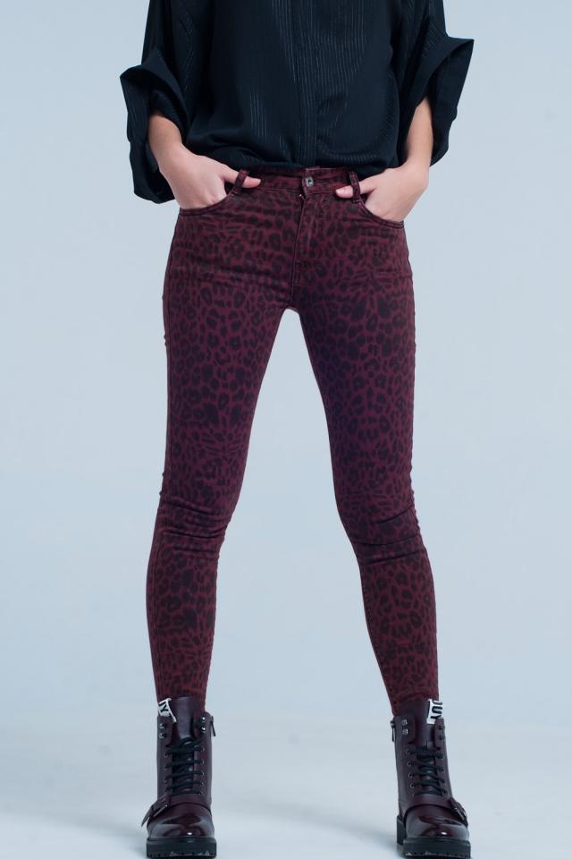 Calças skinny vermelhas em estampa de leopardo