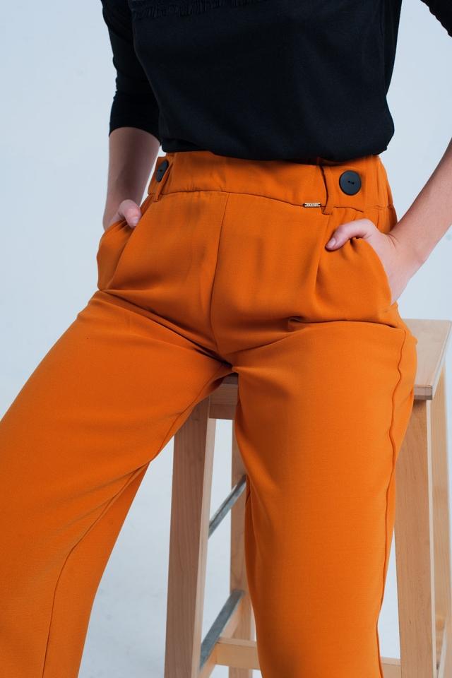 Calças laranja reto e larga perna com botões