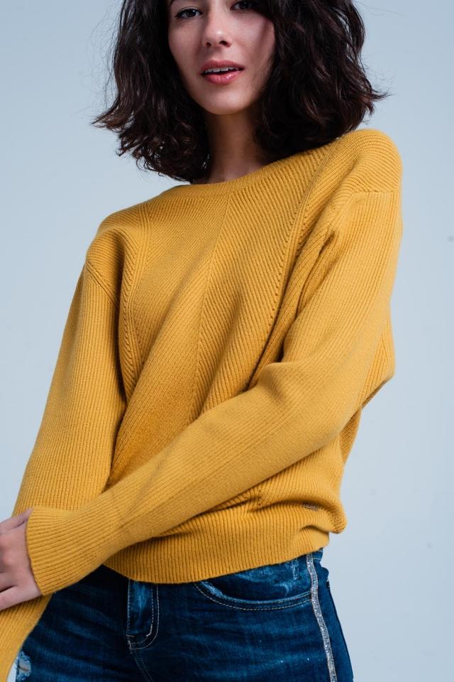 Camisola suavizada mustard com gola redonda
