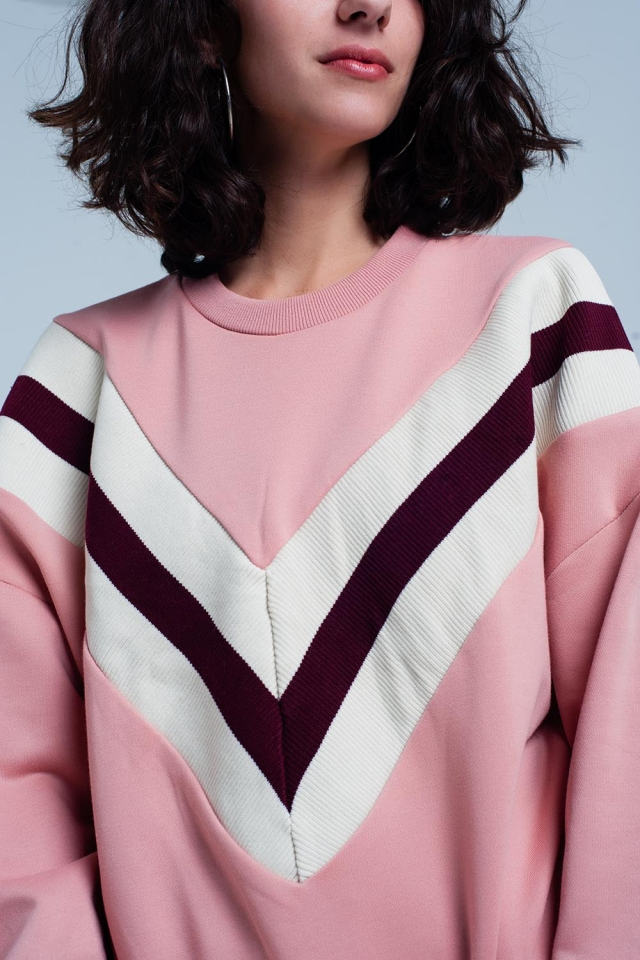 Camisola rosa com padrão em V listrado