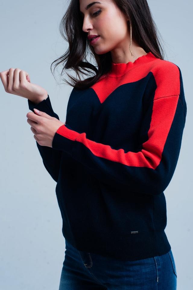 Camisola com gola alta azul e vermelho
