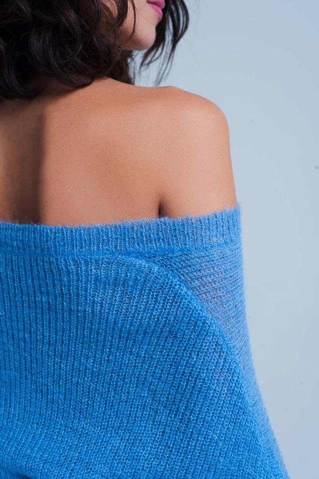 Camisola azul com decote em v