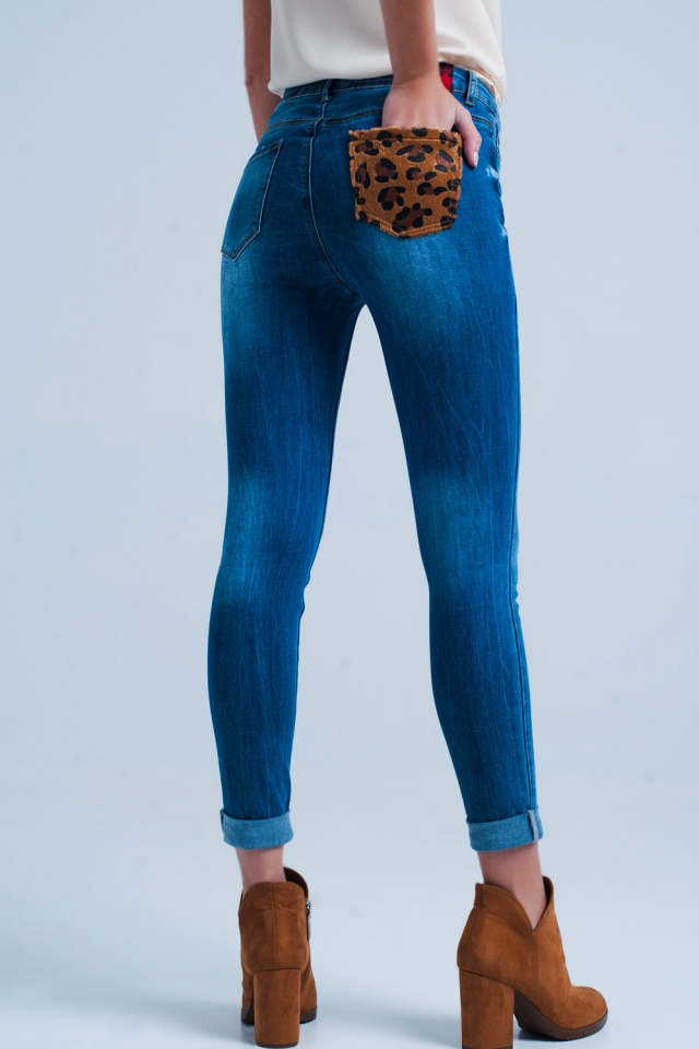 Calças de ganga com detalhe em bolso leopardo