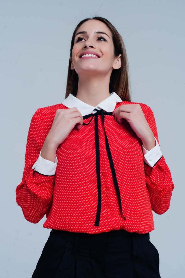 Camisa coral com gola e laço
