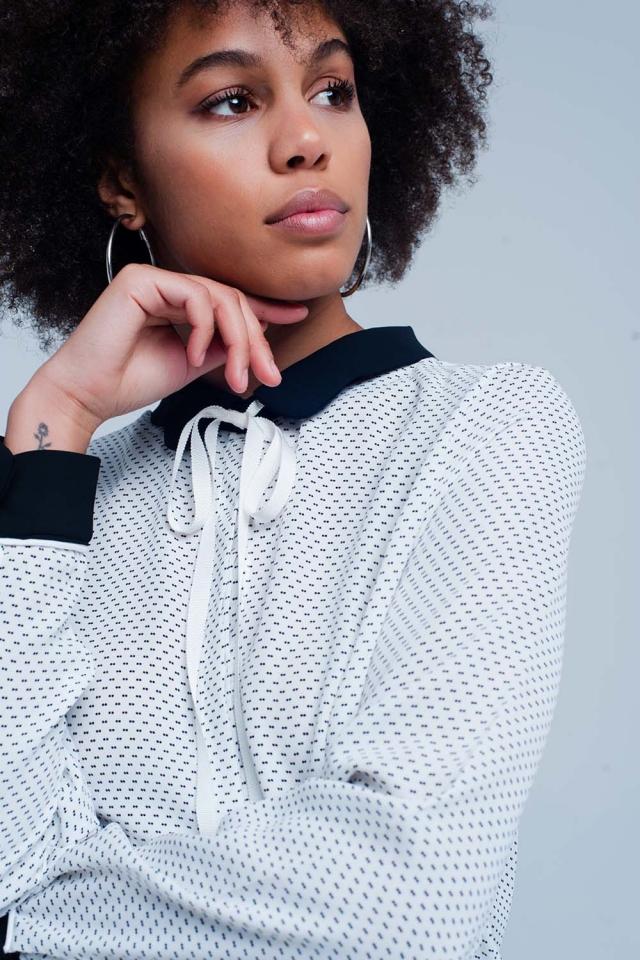 Camisa Branca com gola e laço