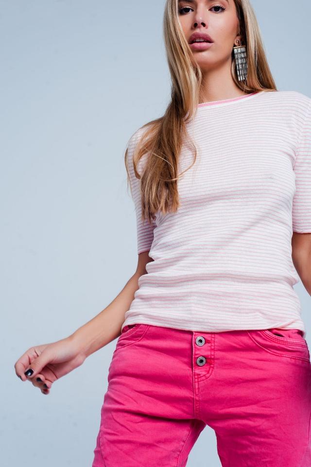 Camisola rosa de manga curta com um design de listras Bretão