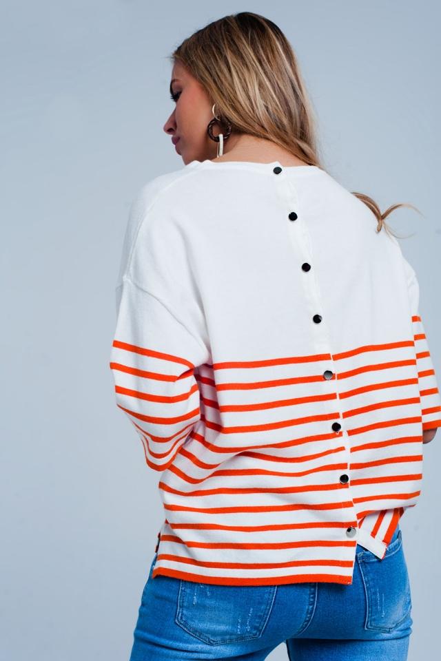 Camisola leve detalhe de botão com listras laranja