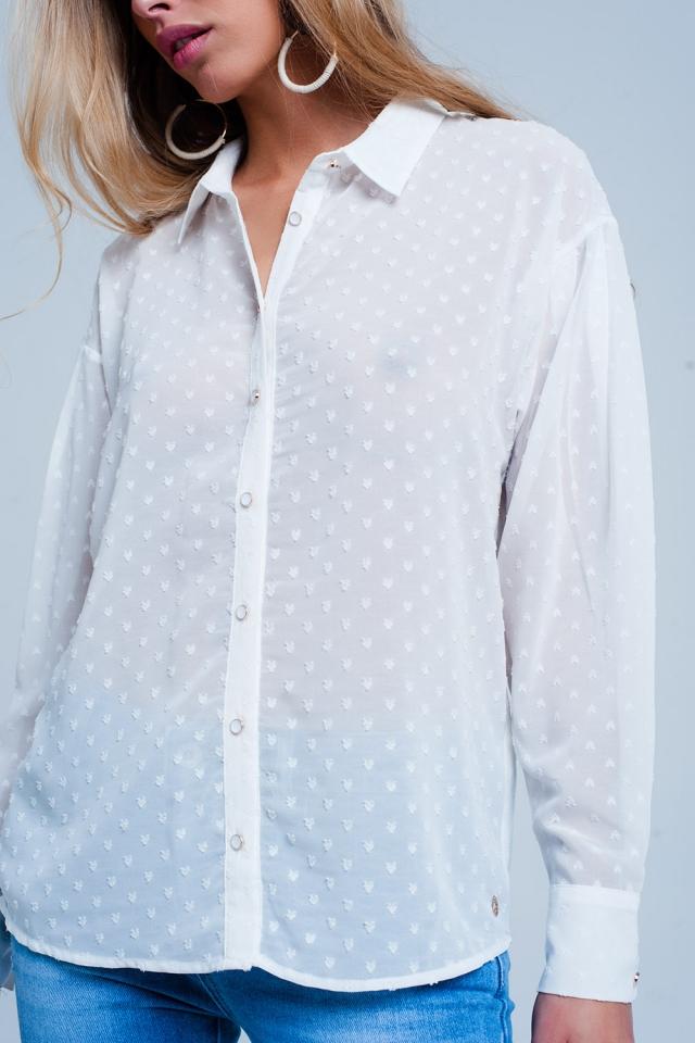Camisa branca confortável e transparente com bolinhas delicadas