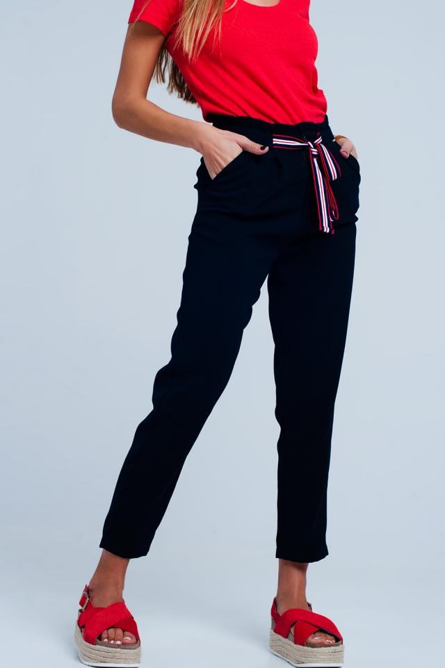 Calça da Marinha com cintura de paperbag e laço na parte da frente da cintura