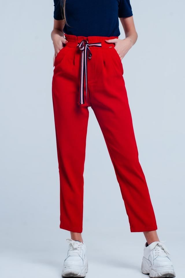 Calça Vermelho com cintura de paperbag e laço na parte da frente da cintura