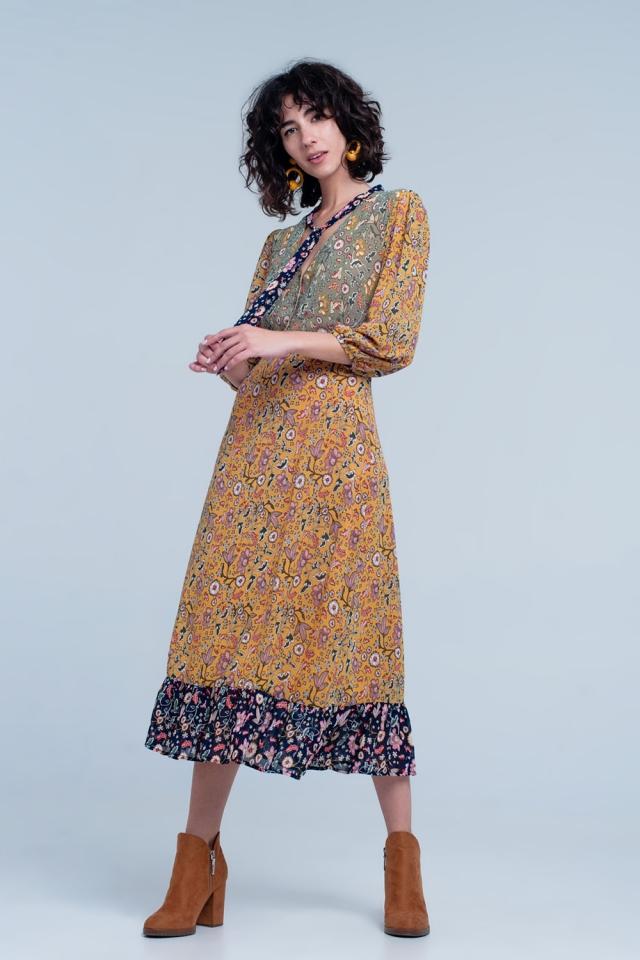 Vestido com renda acima do pescoço e impressão mista em Mostarda