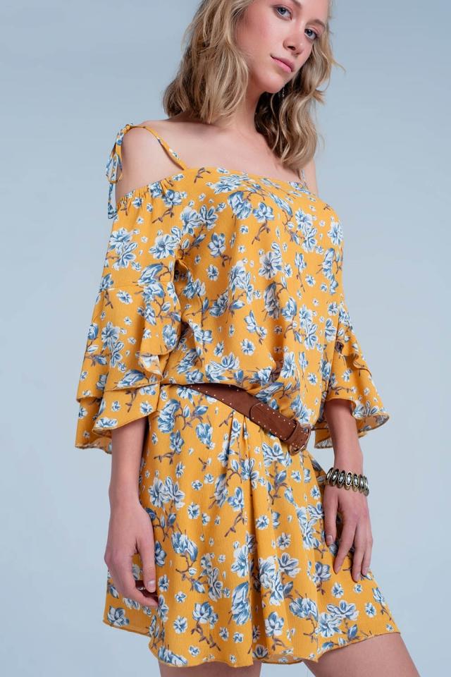 Vestido florido amarelo com ombros nus