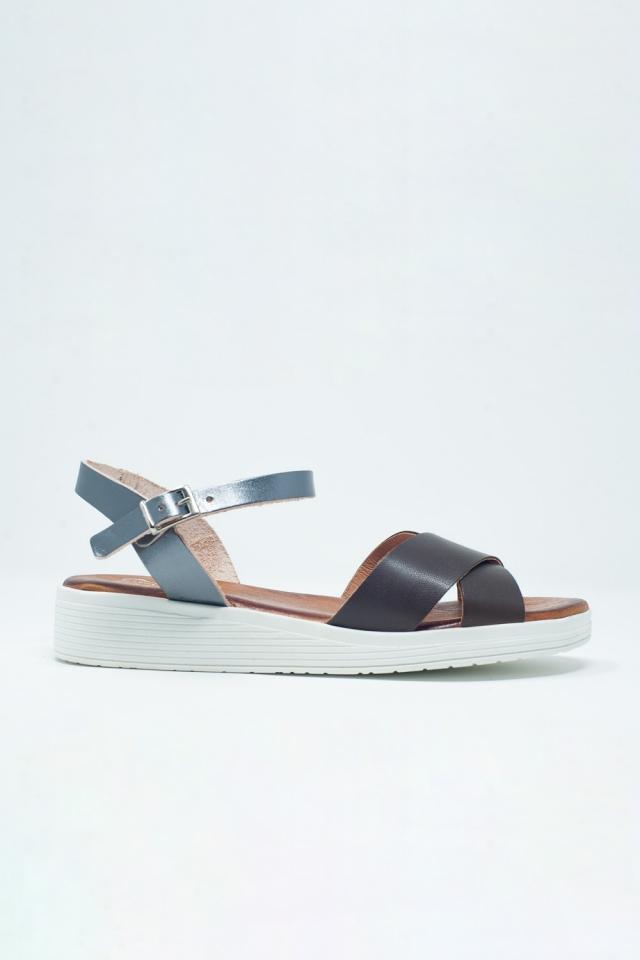 Sandálias castanha de cor com calcanhar fechado