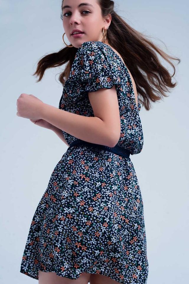Vestido cor da marinha dia floral com abertura nas costas
