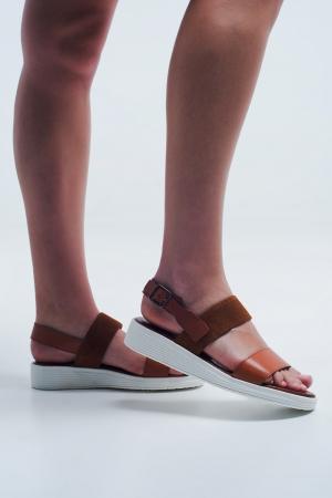 Sandálias de camelo plana com alça de volta