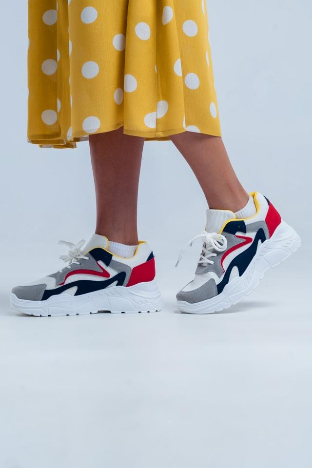 Sapatos baixos com plataforma plana em branco e várias cores