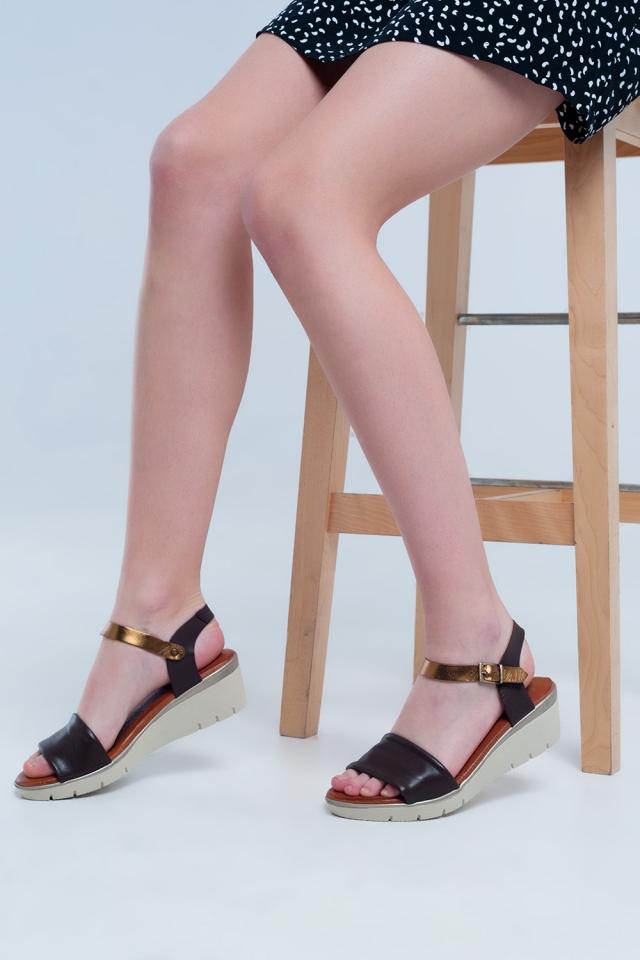 Sandálias com cunha em pele castanho