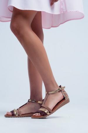 Sandálias baixas com cruzamentos em couro beige de cor