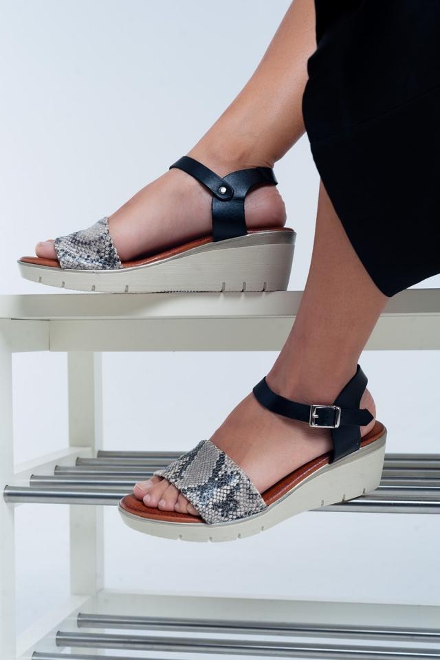 Sandálias com cunha em pele preto