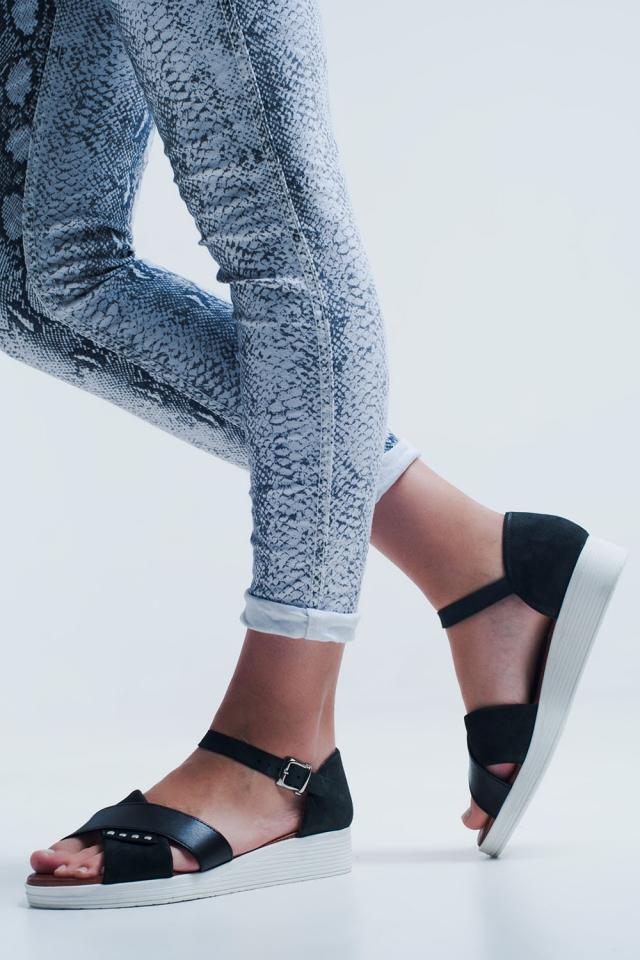 Sandálias preto de cor com calcanhar fechado