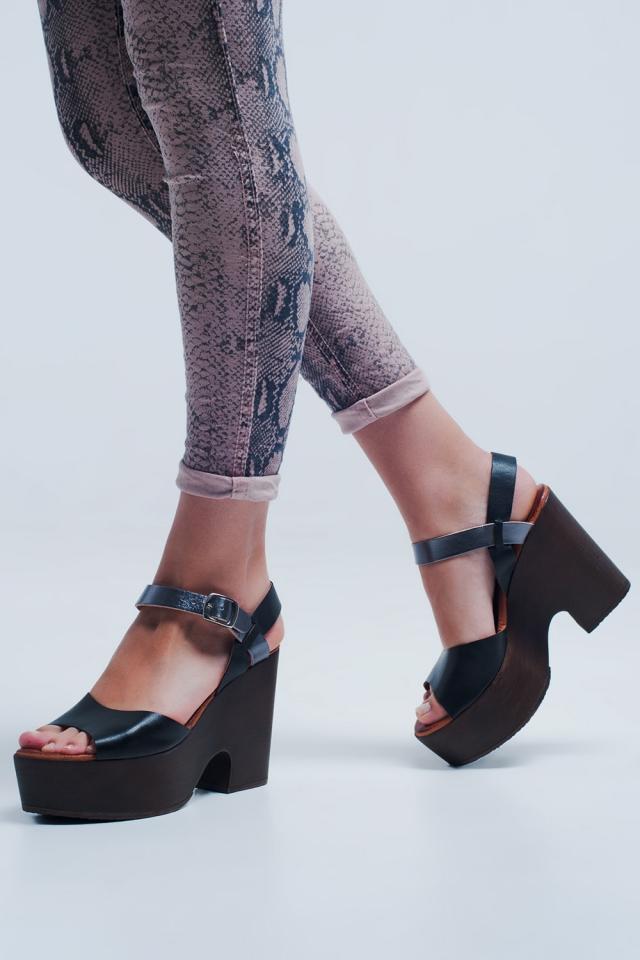 Sandálias preto com alça nas costas e salto quadrado