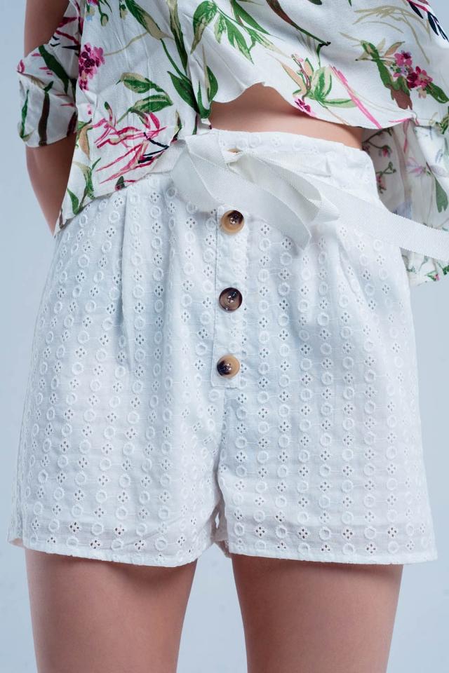 Shorts com botões em branco