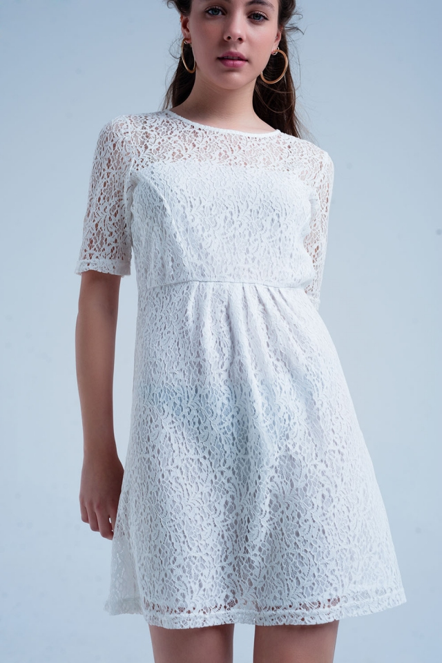 Vestido de manga curta de renda branca