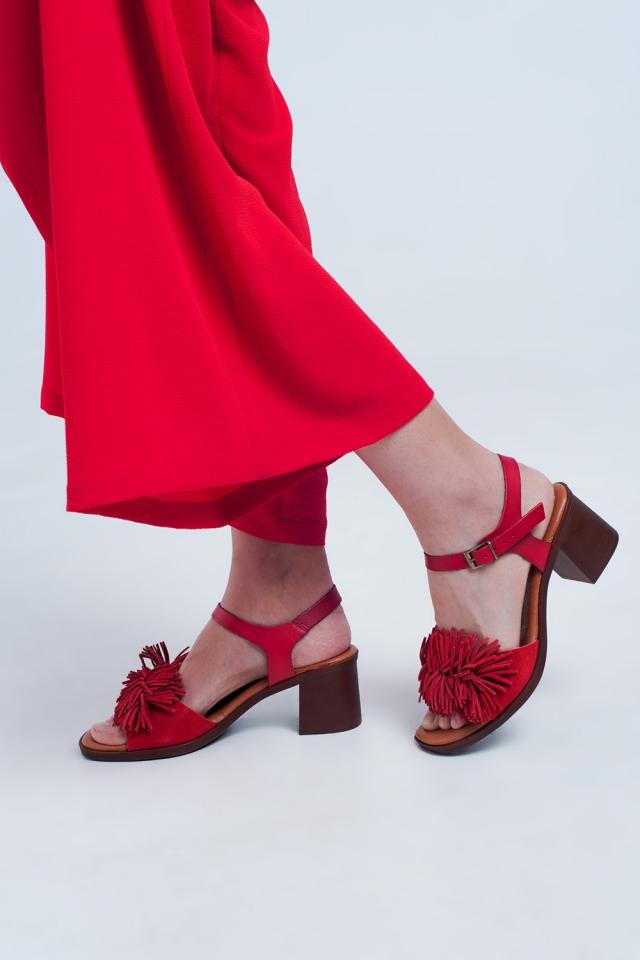 Sandálias de salto alto com babados em vermelho