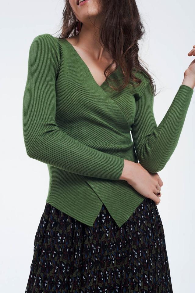 Camisola com nervuras verde com decote em V