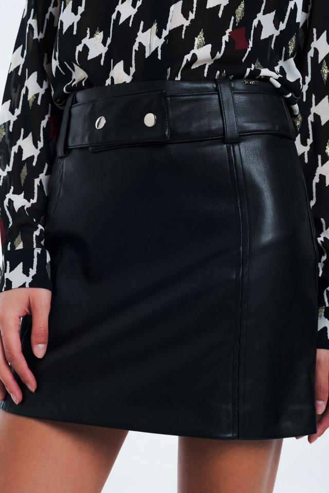 Mini saia preta em pele sintética