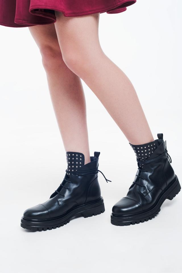 Botas de motoqueiro cravejado de preto