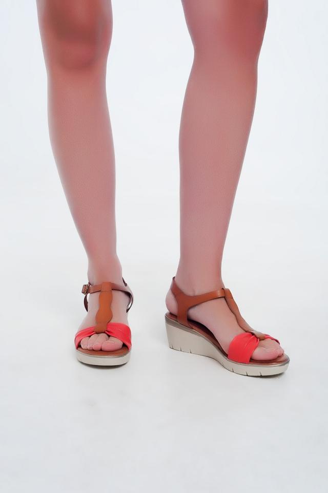 Sandálias de cunha de cor vermelho-camelo