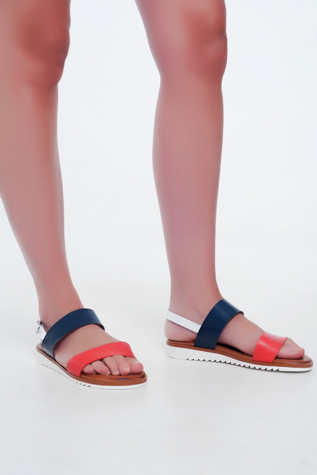 Sandálias de couro vermelho e azul