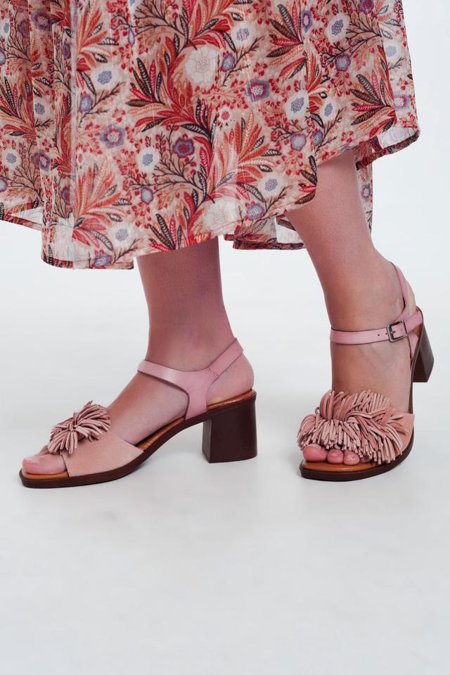 Sandálias de salto alto com babados em rosa