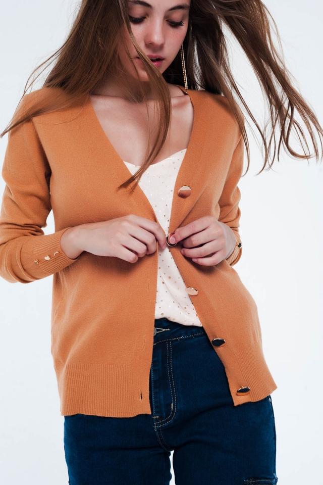 Casaco de lã colorido camelo com detalhe de botão