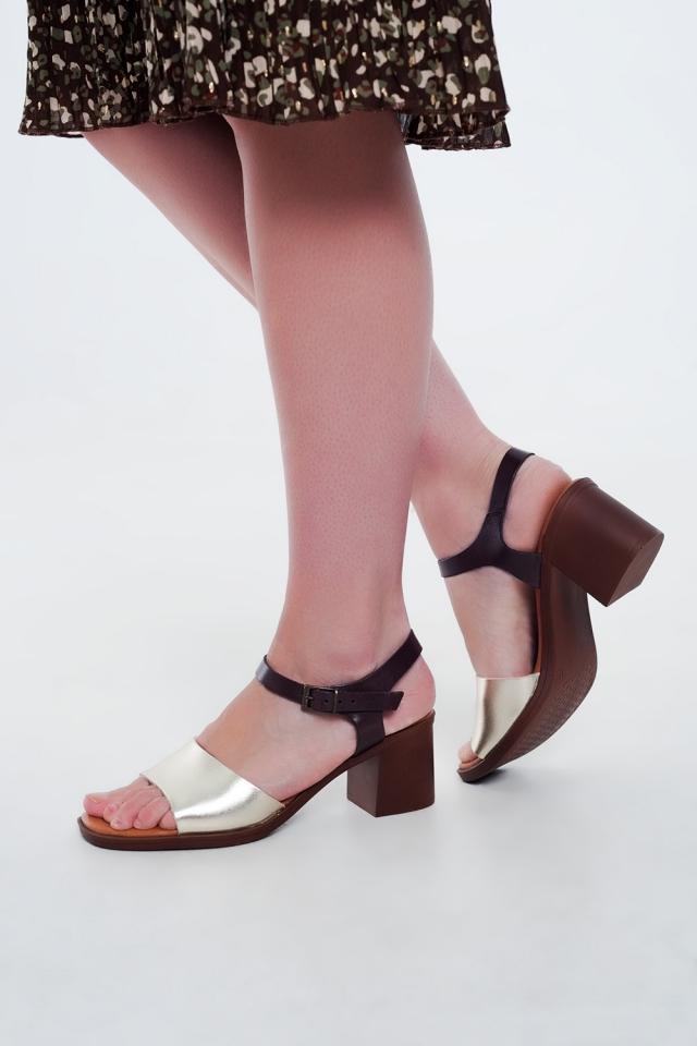 Sandálias de salto quadrado atadas tornozelo