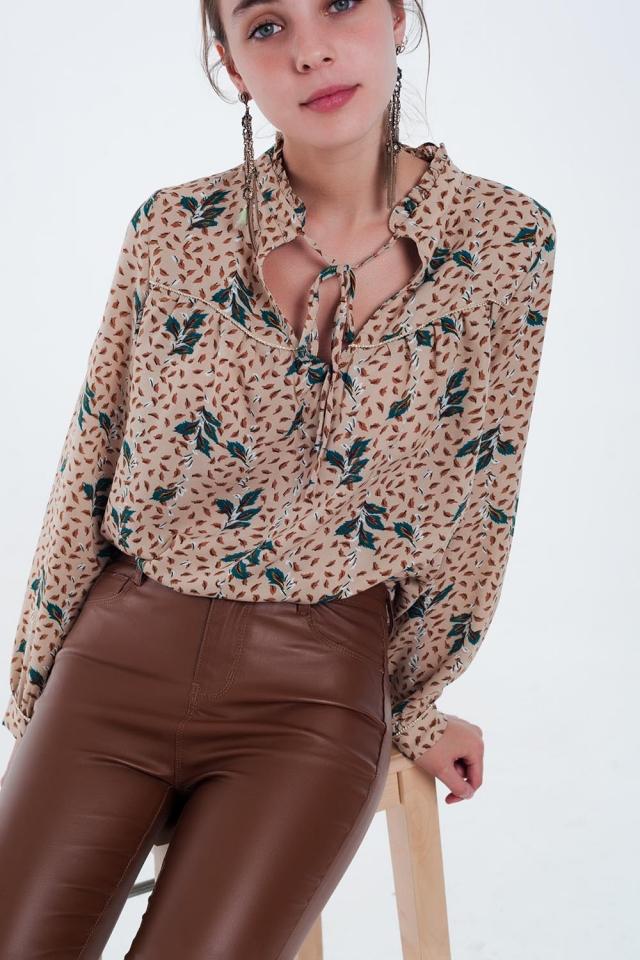 blusa bege estampada deixa com detalhes de fio de ouro