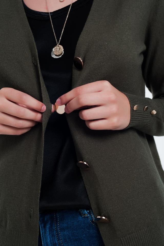 Casaco de lã colorido cáqui com detalhe de botão