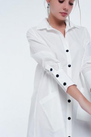 Vestido branco midi com design utilitário com bolsos