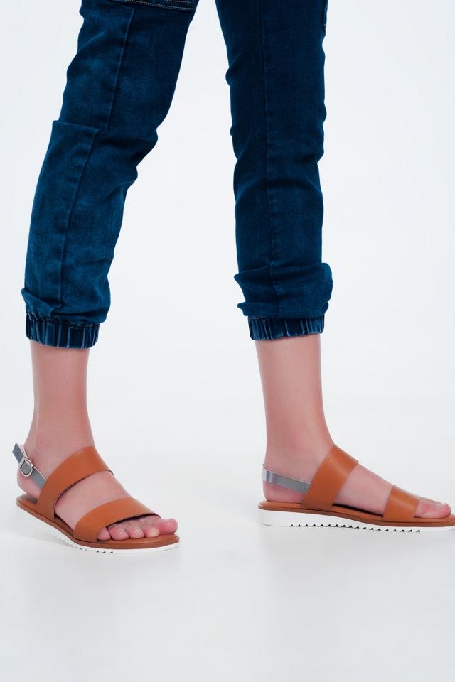 Sandálias de couro em camelo
