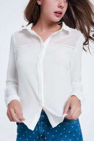 Blusa cor bramca com aplicação no peito