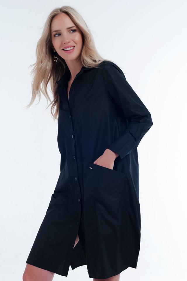 Vestido preto midi com design utilitário com bolsos