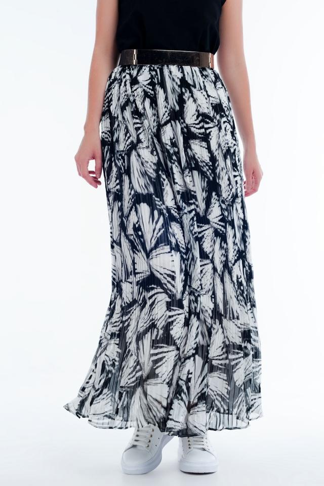 Saia longa em preto e branco com estampa abstrata