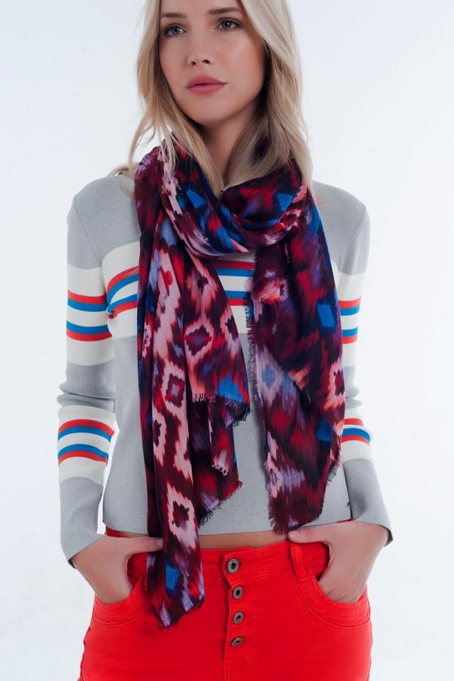 cachecol vermelho com estampado tie-dye