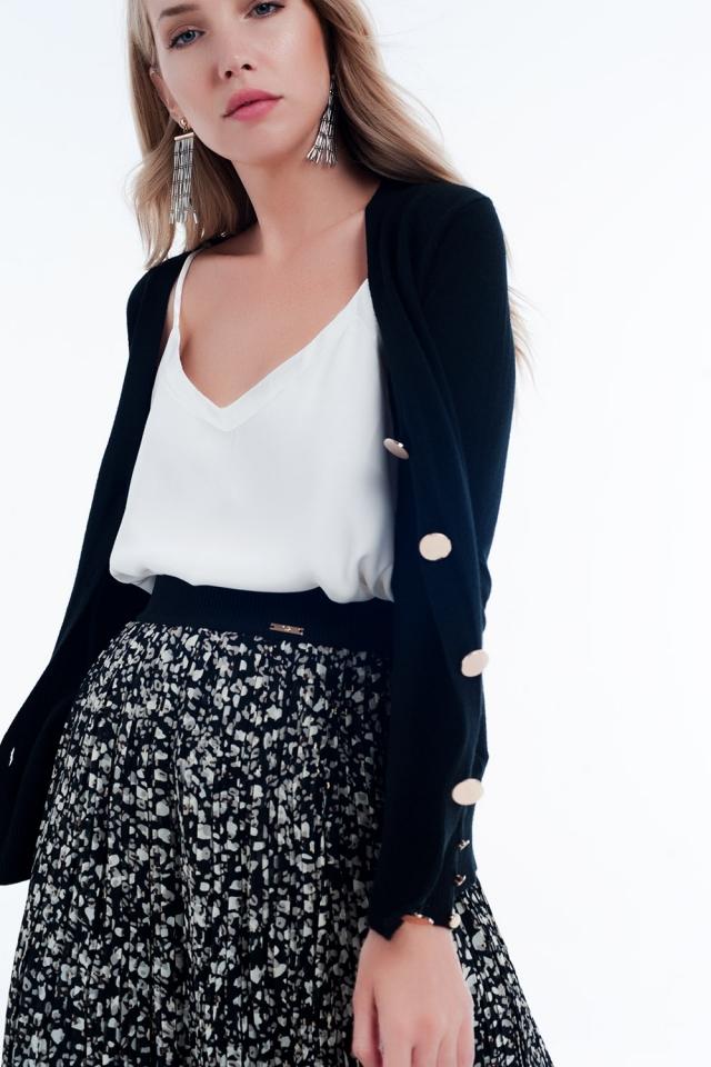 Casaco de lã preto com detalhe de botão