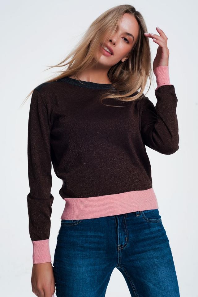 Camisola marrom com listras cor de rosa