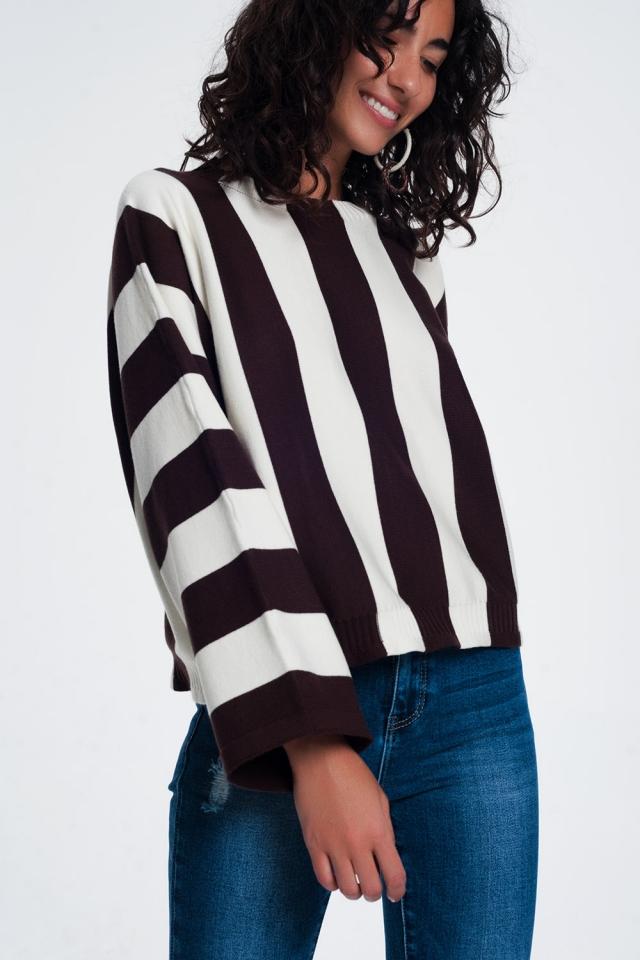 Camisola listrada monocromática marrom com decote redondo