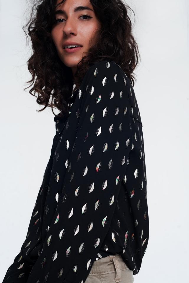 camisa preta com impressão metálica