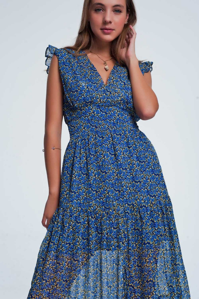 Vestido longo com babados e estampa floral azuis