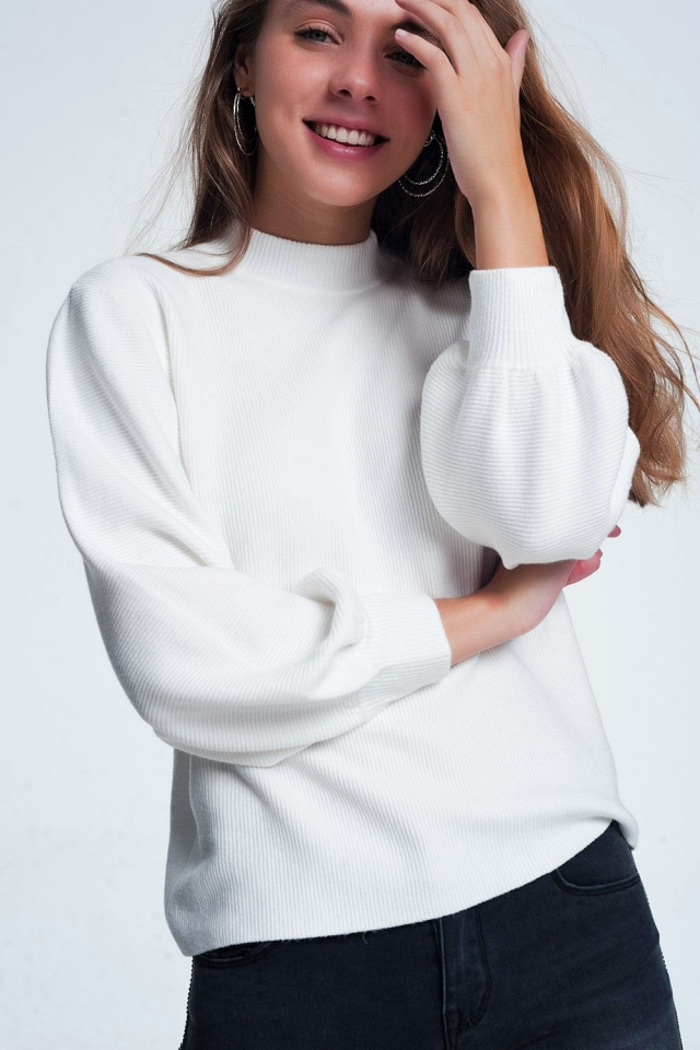 Suéter branco com gola alta